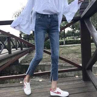 🚚 全新。韓版九分小腳/修身/高腰/開叉毛邊水洗鉛筆牛仔褲