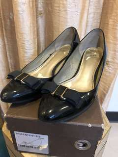 🚚 Riz 楔型鞋 尺寸37 高約4cm  右前有磨 鞋內墊需更換
