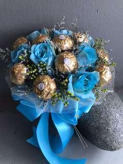 12粒金沙巧克力与12朵玫瑰🌹手捧花💐
