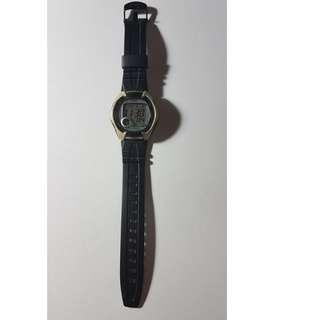 運動電子錶卡西歐CASIO W-101黑冷光5大氣壓防水第二時區時間原廠錶帶剛花100換完電池