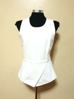 SM woman off white peplum top