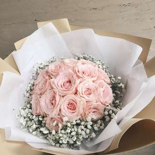 Soft pink rose bouquet with baby breath