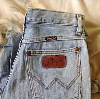 Rare: Authentic Wrangler Mom Jeans/ Boyfriend 😍