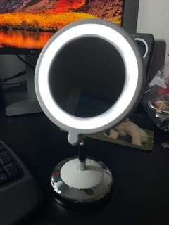 LED lighted magnifying mirror (battery included)