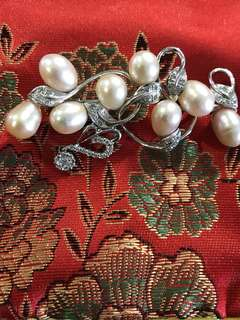 White Gold brooch