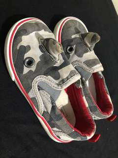 GAP DINO SHOES