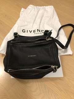 Givenchy Pandora Bag. 80% new. 闊16 cm長25cm 高15cm