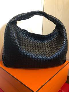 BOTTEGA VENETA Medium Intrecciato Veneta Bag