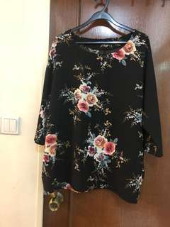 Brand new ! Plus size floral top - black