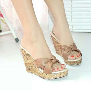 Sandal wedges wanita aneska coklat