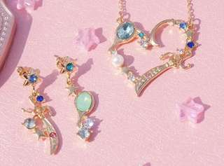 Po: sailor moon necklace and earring