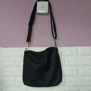 黑色斜揹袋