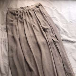H&M beige maxi skirt with slit
