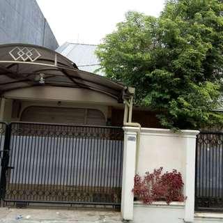 Dijual Cepat Rumah Semi Furnished Siap Huni Lokasi Super Strategis Dekat Jalur MRT