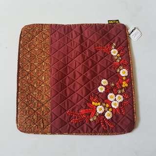 Sarung Bantal Batik Persegi