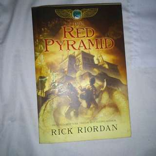 The Red Pyramid / James and the Giant Peach book
