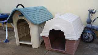 2 X dog kennels medium and small. The medium one is $35