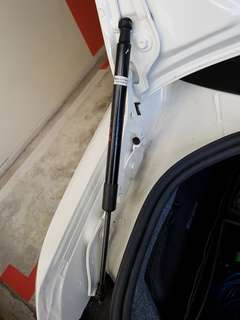 BMW E92 boot gas strut