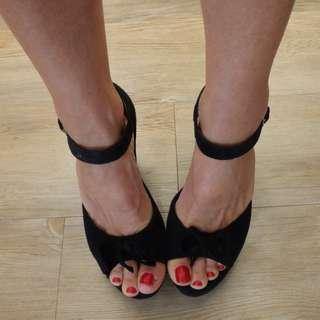VINTAGE black suede ROCKABILLY PEEPTOE WEDGE 7 7.5 peep-toe PINUP heel BOW shoe