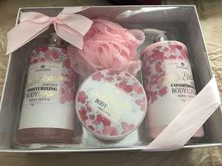 Brand New Cassardi Fresh Blossom set