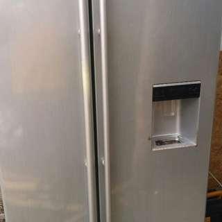 Peti ais /fridge