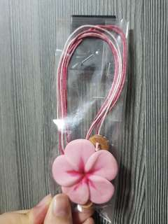 Brand new flower necklace