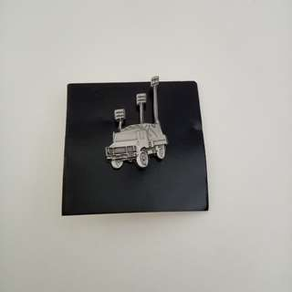 Collar pin: Communication Vehicle