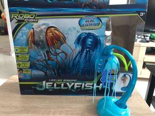Robotic jellyfish with foldable tank