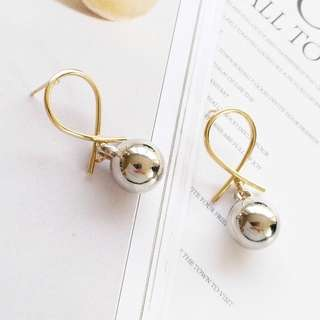 🌸 Gold metal loop silver circle ball stud minimalistic earrings