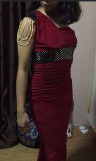 LONG MAROON FITTED GOWN