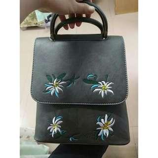 🚚 灰色刺繡花朵三用斜背後背手提包
