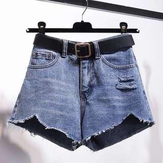 🚚 現貨全新M+腰帶🌹韓版chic寬鬆高腰破洞毛邊牛仔短褲 闊腿褲 熱褲