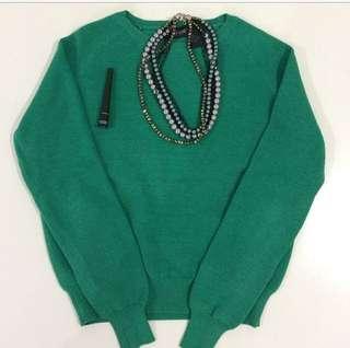 Green jumper oxford size 8, necklace & mac eyeliner