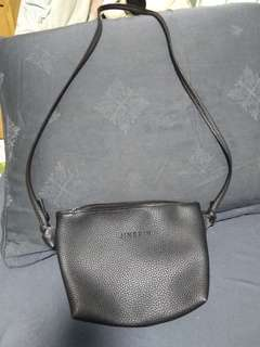 Simple black pu leather sling bag/pouch