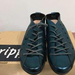 🚚 Trippen 藍色洞洞鞋
