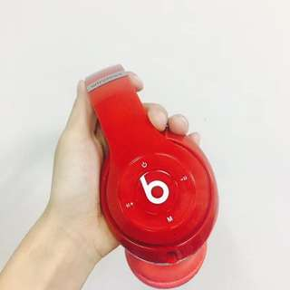 🚚 Beats studio3.0錄音師藍牙耳機 數量2‼️ 功能:接聽/掛斷電話,調節音量,切換歌曲,收音機,可藍牙可插線可插TF卡,功能齊全,遊戲聽歌很不錯的選擇,pc很高✅