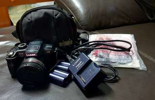 Excellent condition Panasonic lumix dmc-fz35 digital camera. Comes with carry case, manual, original cords, battery charger and 2 batteries