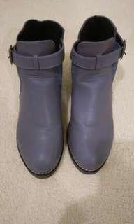 銀灰低跟短靴