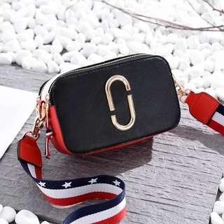 [preorder] Wide Strap Sling bag - BLACK