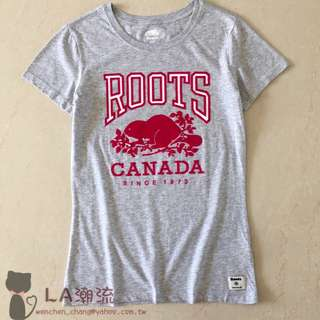 【LA 潮流】特價 ! 加拿大海狸 ROOTS 新款字母logo 女 有機棉運動休閒舒適透氣短袖上衣 TEE-淺灰!