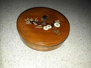 vintage floral lacquerware bowl w cover