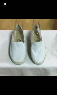 CLEARANCE SALES {Women's Fashion - Shoes} BN 青岛工艺 Brand Casual White  Slip On Unisex Shoes