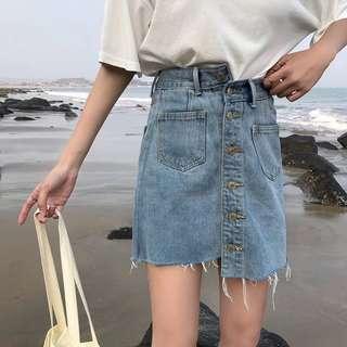 👖單排扣高腰牛仔褲裙 不規則短裙 半身裙 修身顯瘦 拉長比例 釦子 復古 經典 超挺 鬚鬚  不對稱車線
