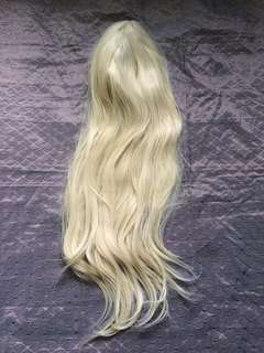 LACE FRONT WIG BLONDE ON HAND.