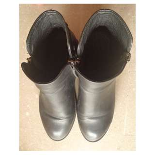 Women leather shoes size US 7.5