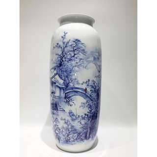高級工藝美術師邱峻 -「江南水鄉」青花釉中彩瓷瓶