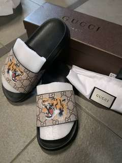 Brand new gucci slide/sandal with tiger print