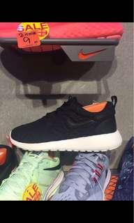 正版 Nike黑色女裝波鞋,只穿著過1次,非常新淨,Size:。注意:可先入數之後順豐到付