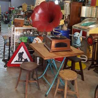 Buy,sell & props rental antique & Vintage