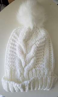 White knitted beanie - Cotton On